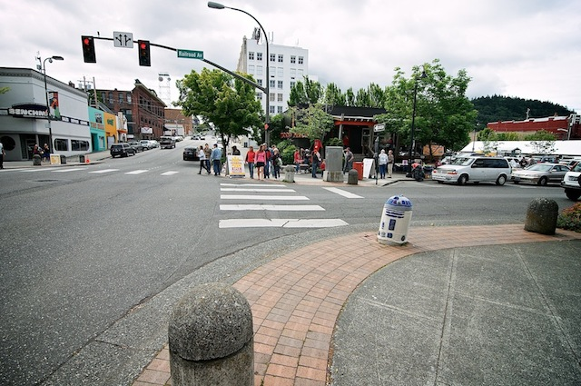 Yarn-bombing-R2D2-in-in-Bellingham-Washington-USA-3