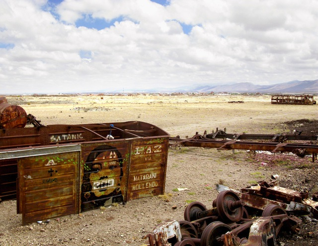 04_stinkfish_uyuni_bolivia_train_cementery