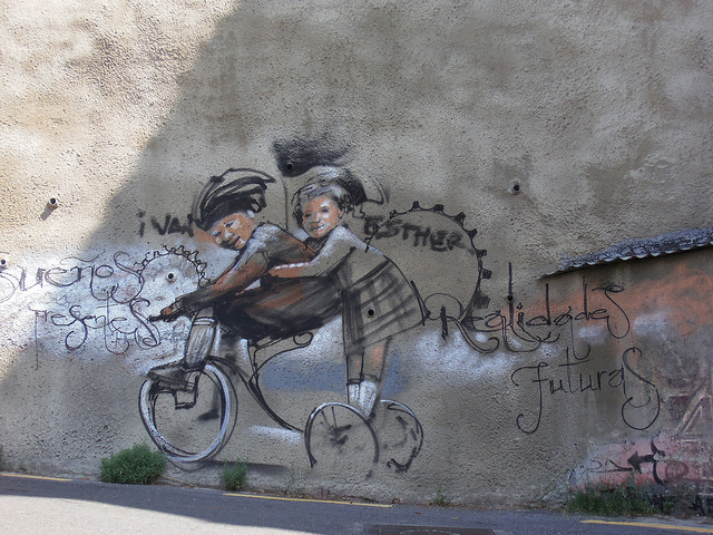 Unknown artist in Granada. Photo by Jeanne Menjoulet.