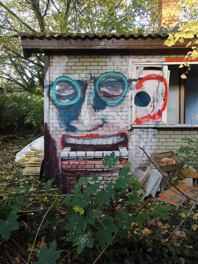 unterkiefer-site-specific-graffiti-berlin-urban-art-wallpainting-neukoelln-fassadenmalerei