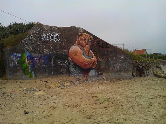 Unknown artist (Kame?) in Normandy, France. Photo by Michel Alessandrini.